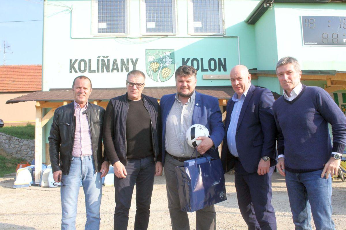 Photo of SFZ tlieskal Kolíňanom: Koľká vrúcnosť, jasali Kováčik a Kliment