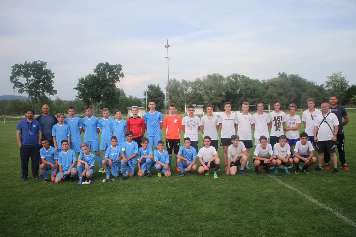 Photo of Slušný futbal a opekačka. Výčapania zobrali výberovcov za svojich