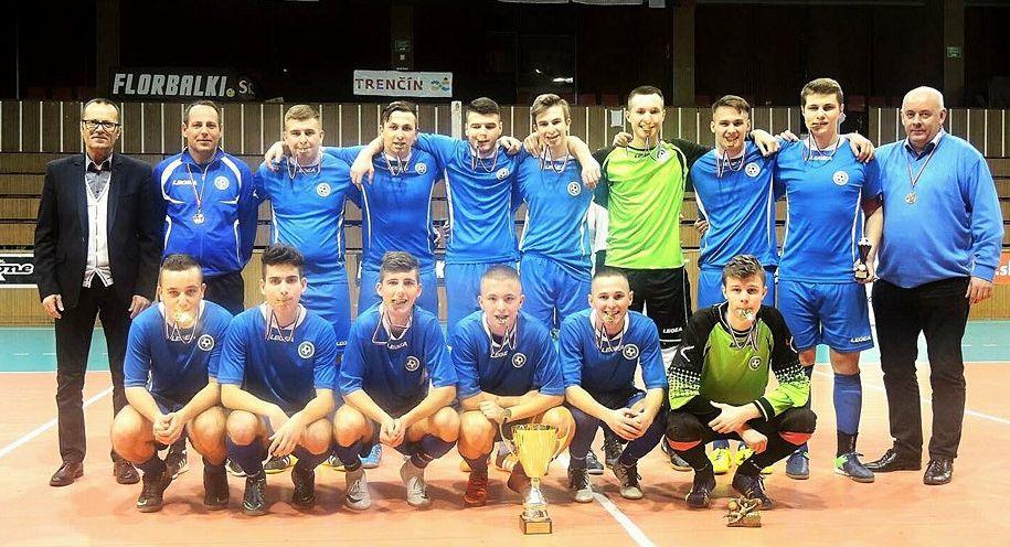 V Trenčíne súperi dorastenci z ôsmich oblastí, Nitra vyhrala elegantným futbalom.